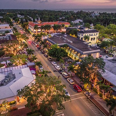 Third Street South is only two blocks from the Gulf and is the perfect spot for sunset and dinne