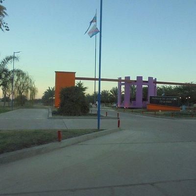 Portal instalado en un sector del amplio parque de la ciudad de La Rioja.-