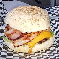hamburguesa de carne ecológica on bacon y queso