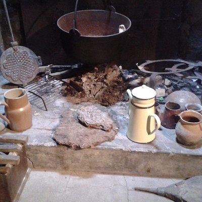 l'âtre devant lequel Rosalie se chauffait ou cuisait son pain...