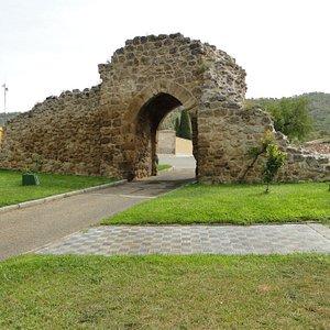 Almonacid de Zorita, Puerta de Santa María.