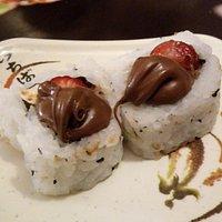 sushi de morango com chocolate