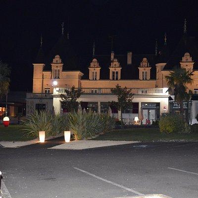 Le casino se situe sur la gauche