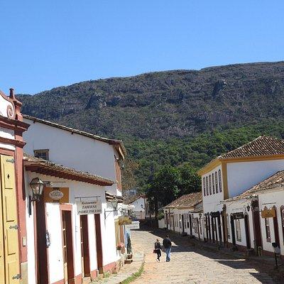 Rua Direita com a Serra de São José ao fundo