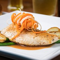 Guayaba Jengibre ~ Chicken breast in a sauce of dark rum, guava & freshly grated ginger