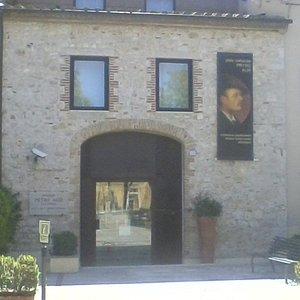 L'ingresso ai locali del Polo