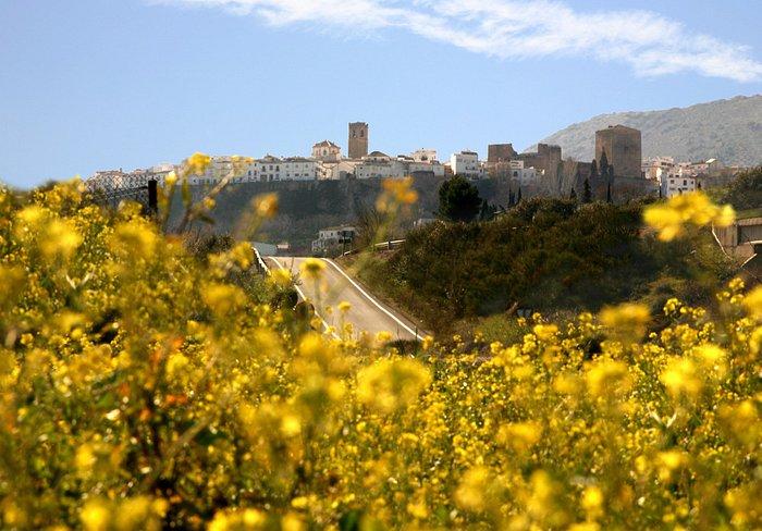 la Gayumba enmarca la foto de la ciudad de Priego
