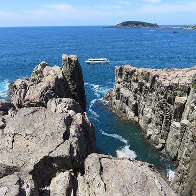 東尋坊と遊覧船、雄島