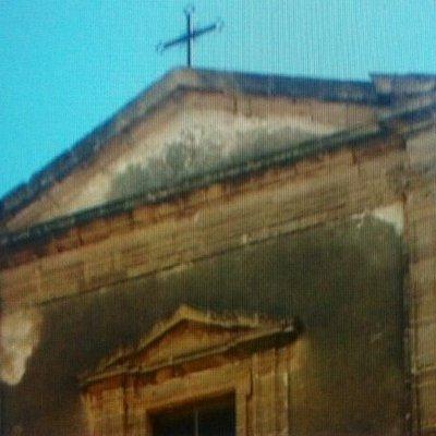 Particolari del frontone della facciata principale .