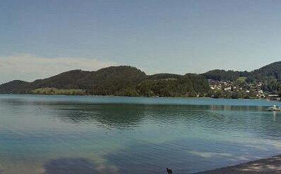 Вид на озеро с пляжа