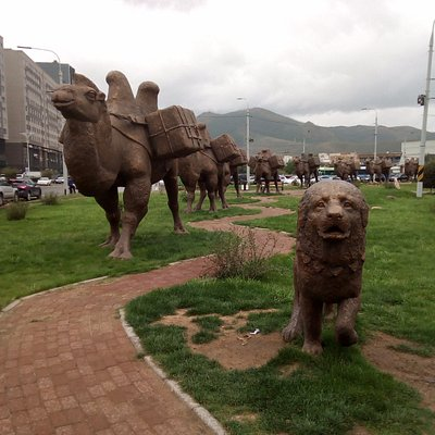 Silk road complex of statues