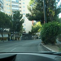 Paseo Cuéllar: calle comercial y Parque Pignatelli