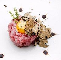Battuta di Fassone con uovo e scaglie di tartufo