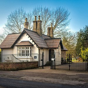 East Lodge Art Gallery beside the Willes Road gates in the Jephson Gardens