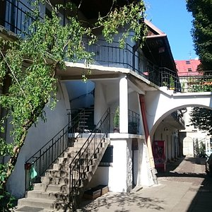 Mrs. Dresner courtyard and stairs (Schindler's List)