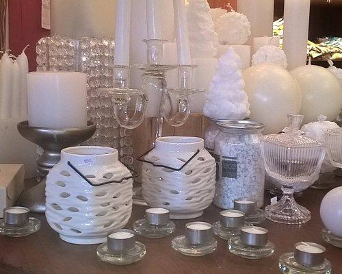 velas y otro objetos decorativos
