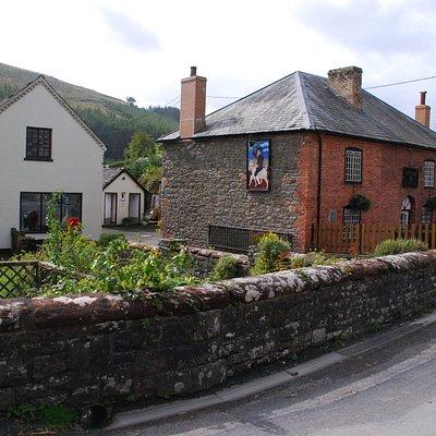 Happy Union pub, Abbey cwm hir