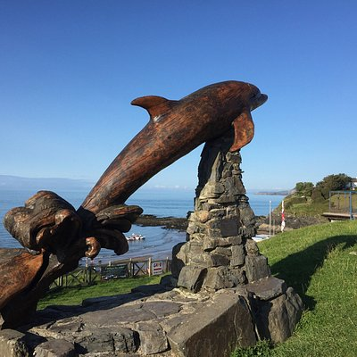 The leaping Dolphin is in a great spot looking out over the two beaches at Aberporth