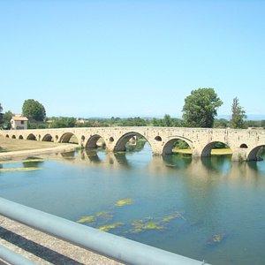 Puente sobre el Río Orb en Béziers