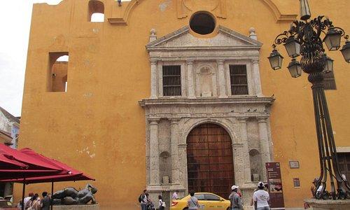 A igreja e a obra de Botero