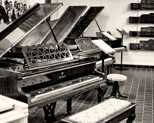 Muzeum PETROF - expozice klavírů