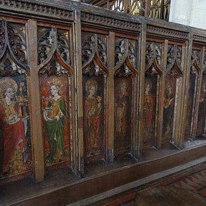 Saints Barbara, Cecilia, Dorothy, Zitha, Juliana, Petronella, Agnes and Christina to the south.