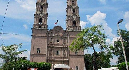 La Catedral del Sr. de Tabasco, en la ciudad de Villahermosa, es la iglesia central de la Dióces