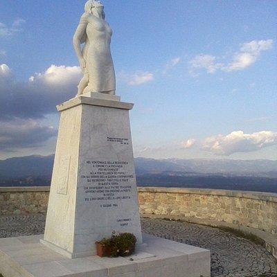 Il monumento alla Mamma Ciociara e il balcone della Ciociaria