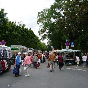Wochenmarkt an der Lignerallee