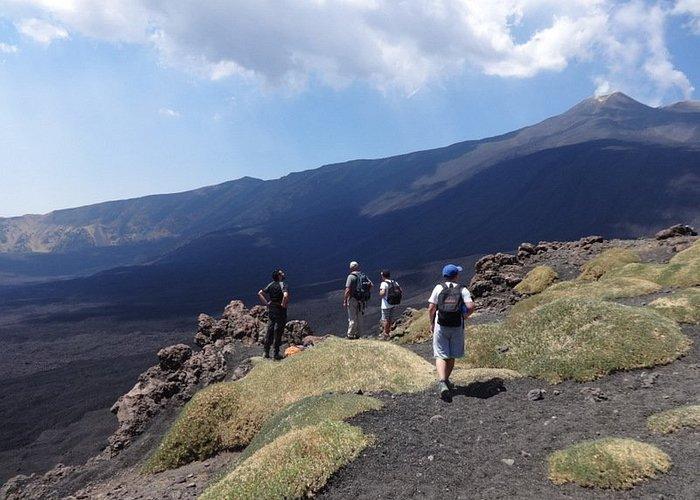 una fatica ben ripagata, al di fuori dei percorsi turistici più affollati : l'Etna tutto per noi