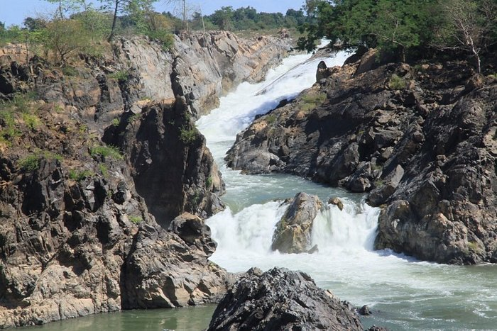Somphanit - Liphi Waterfalls - 4000 islands - Southern Laos - View of the waterfalls