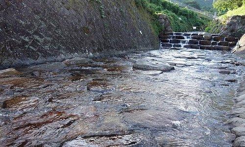 御手洗の滝から下った河川プール