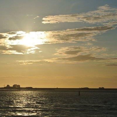 ondergaande zon op de Oosterschelde