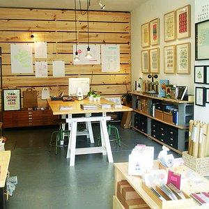Un lugar de creación gráfica, venta de productos exclusivos, exposiciones y talleres.
