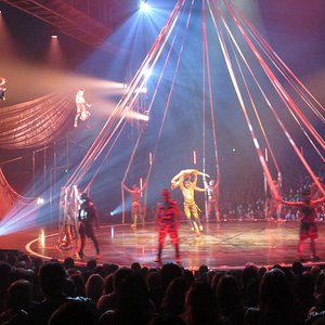 Like all Cirque shows, music is a big part of the experience -- note the 2 drummers in the air