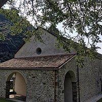 Mezzovico, Chiesa di san Mamete: la facciata con il portico