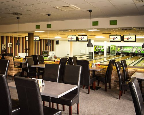 Xbowling and restaurant