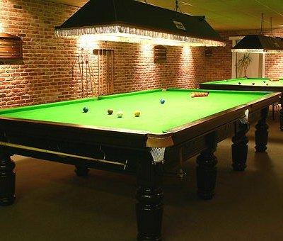 wij hebben voor de liefhebbers van de biljartsport 2 snookertafels en een klassieke biljart staa