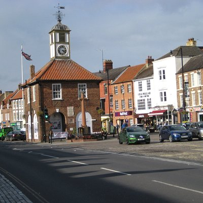 Main Street and Moot Hall