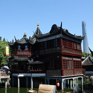 Huxinting Teahouse is in the Heart of the Yu Yuan Market it one of the best locations for a phot