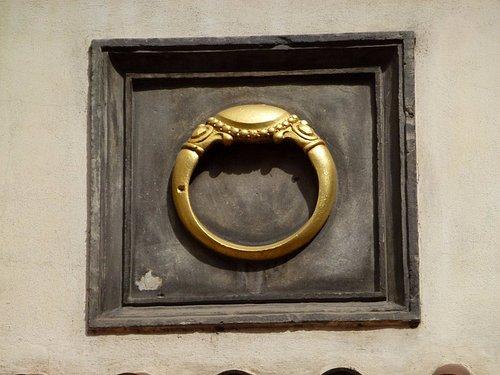 Дом У золотого перстня