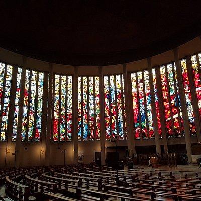 Beaux vitraux de l'église St Pierre
