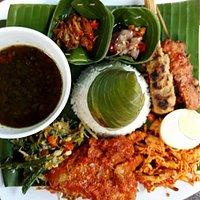 Nasi Campur Bali #lengkap #ayamsuwir #urap #satelilit #sambalmatah #dll