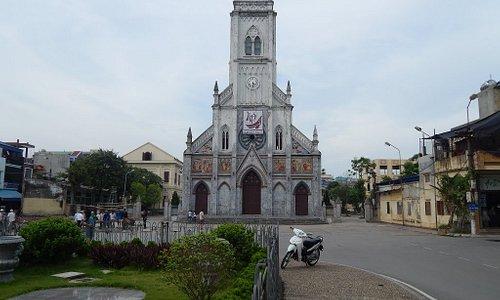 Toàn cảnh nhà thờ Lớn
