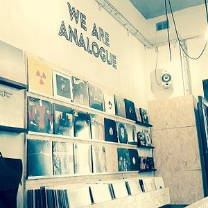 WE ARE ANALOGUE!