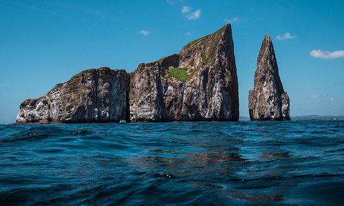 Kicker Rock (Leon Dormido). A snorkelling hot spot in the Galapagos!