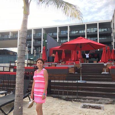 en un famoso club de playa