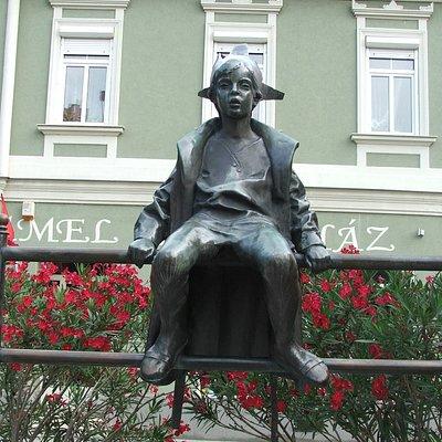 Kis királylány Marton László szobra