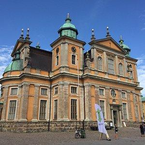 Kalmar Domkyrka ligger vid stortorget