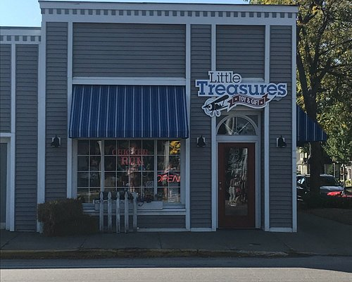 Visiting Little Treasures toy shop is a MUST when in Bellaire. They have friendly staff, a great